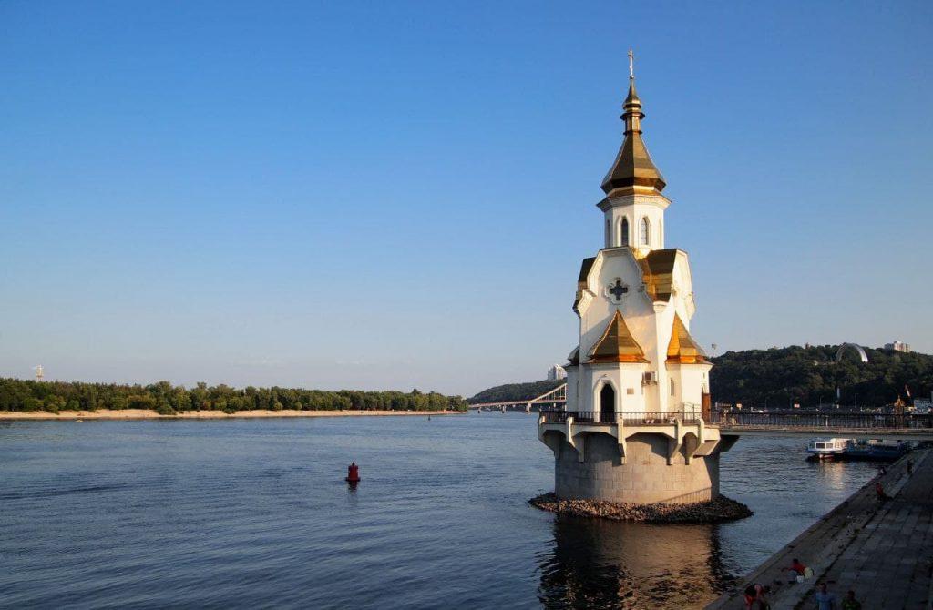 Церковь на воде